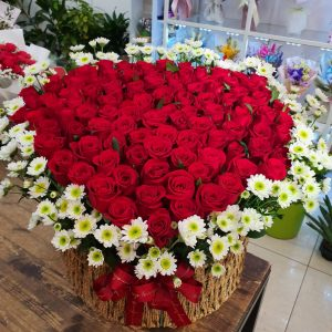 100 red roses basket, heart shape