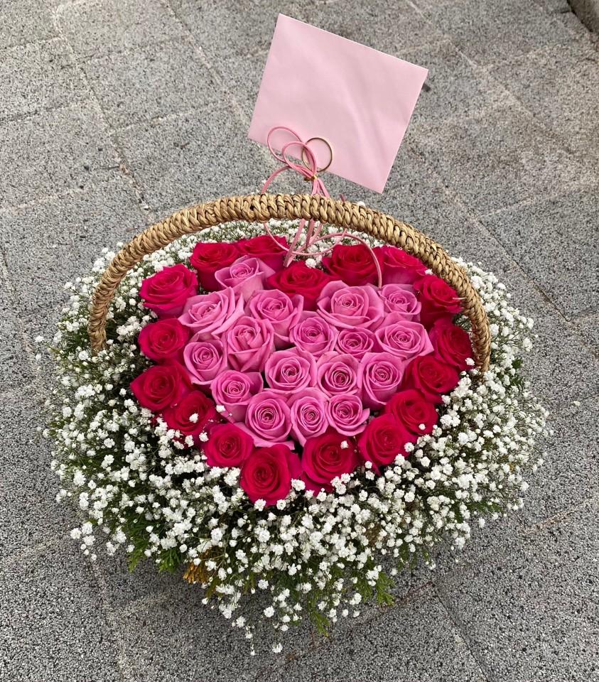 red pink roses basket
